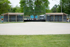 看对本垒板的棒球 库存图片