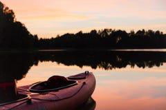 看小船的美好的日落 图库摄影