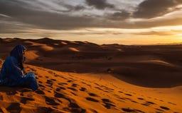 看尔格Chebbi沙丘的柏柏尔,在Merzouga -摩洛哥附近 免版税库存照片