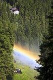 看彩虹, Krimml瀑布,奥地利 免版税库存图片