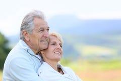 看往未来的资深夫妇画象  免版税库存照片