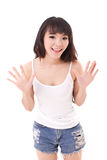 看您或照相机的退出的,愉快,微笑的妇女 免版税库存照片