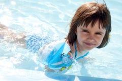 看我怎么游泳 免版税库存图片