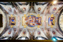 看教会的穹顶 库存照片