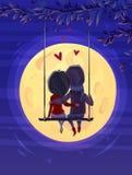 看月亮的男孩和女孩 密集的美妙的海岛月亮晚上浪漫结构树植被 免版税库存照片