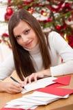 看板卡圣诞节认为的妇女文字年轻人 免版税库存照片