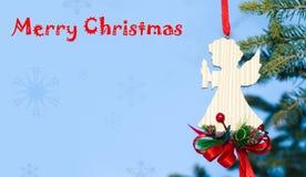 看板卡的圣诞节天使在蓝色背景 库存照片