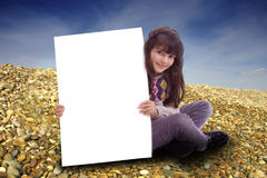 看板卡空的孩子 免版税库存图片