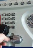 看板卡赊帐投币式公用电话使用 库存照片