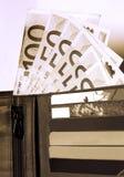 看板卡赊帐货币钱包 免版税库存照片