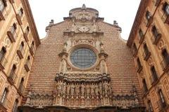 看法一个圣玛丽亚de蒙特塞拉特修道院,卡塔龙尼亚,西班牙主楼  库存照片