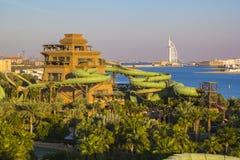 看法一个娱乐在棕榈海岛上的水公园  库存照片