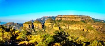 看法三Rondavels在全景路线的布莱德河峡谷观点 图库摄影