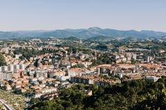 看法从上面圣・萨巴斯蒂安,西班牙在巴斯克地区 库存照片
