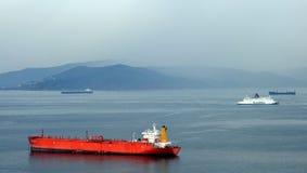 看法从俯视港口的直布罗陀和在距离非洲 免版税图库摄影
