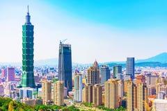 看法信益财政区和台北101 免版税库存照片