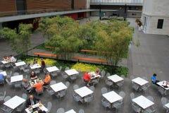 看法俯视的桌为午餐,克利夫兰美术馆,俄亥俄设置了, 2016年 免版税库存图片