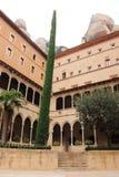 看法其中一个圣玛丽亚de蒙特塞拉特修道院,卡塔龙尼亚,西班牙大厦  库存照片