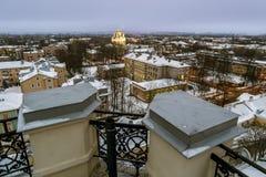 看法凯瑟琳` s大教堂和城市的屋顶实验装置的 库存图片