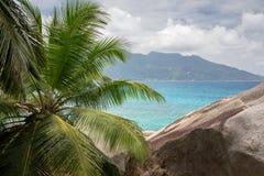 看法到一个另一个热带海岛在印度洋 免版税库存图片