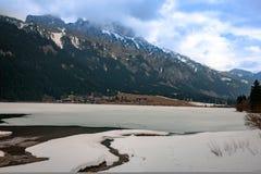 看法到美好的奥地利风景里在多云春日 免版税库存图片