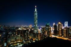 看法台北101和台北地平线在晚上,从Elephan 库存图片