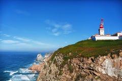 看法向岩石和海洋 免版税库存照片