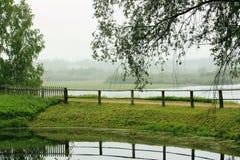 看法向普希金家庭财产的湖  免版税库存照片