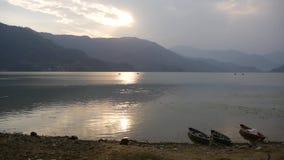 看法向有小船的Fewa湖 股票录像