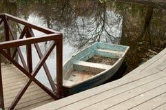 看法向池塘 库存照片
