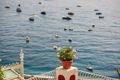 看法向海在波西塔诺,意大利 库存照片