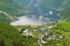 看法向美丽的Geiranger海湾在Geiranger,挪威 库存图片