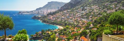 看法向蒙地卡罗和摩纳哥从Roquebrune盖帽马丁 图库摄影