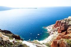 看法向从圣托里尼,希腊的爱琴海 免版税库存照片