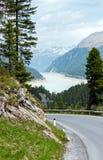 看法向Gepatsch-Stausee湖(奥地利) 免版税库存照片