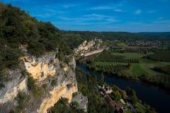 看法向tis村庄la的Roque Gageac多尔多涅省河 库存图片