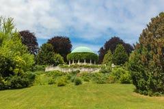 看法圆形建筑在Kurpark在巴登市 奥地利 库存图片