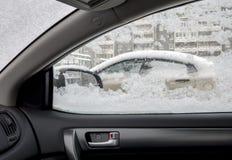 看法在汽车侧面窗里  免版税库存图片