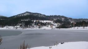 看法在abant湖bolu土耳其的一多雪的天 免版税图库摄影