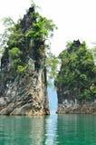 看法在Chiew Larn湖, Khao Sok国家公园,泰国 免版税库存图片