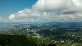 看法斗湖的斗湖镇,沙巴,从Tinagat小山峰顶的马来西亚 免版税库存照片