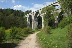 看法最高在波兰双轨铁路高架桥 免版税库存图片