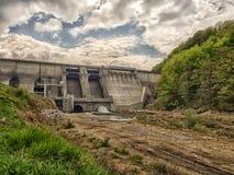 看法水坝和一个水力发电站 图库摄影