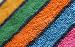 看法的特里堆结构浮松布毛巾织品多彩多姿的镶边对角线关闭 免版税图库摄影