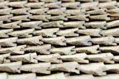 看法的边在老屋顶的有木木瓦的 纹理 特写镜头 免版税图库摄影