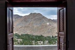 看法通过对美好的风景的开窗口 免版税库存图片