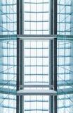 现代蓝色玻璃屋顶。 抽象背景。 免版税库存照片