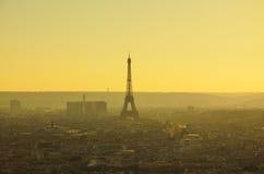 巴黎看法从上面在微明下 库存图片