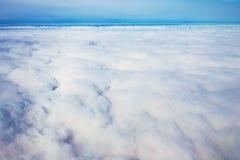 看法从飞机窗口的全景cloudscape 库存图片