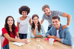 看照相机的微笑的创造性的企业队的综合图象 免版税图库摄影
